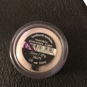 BareMinerals shadow in wearable pistachio lite